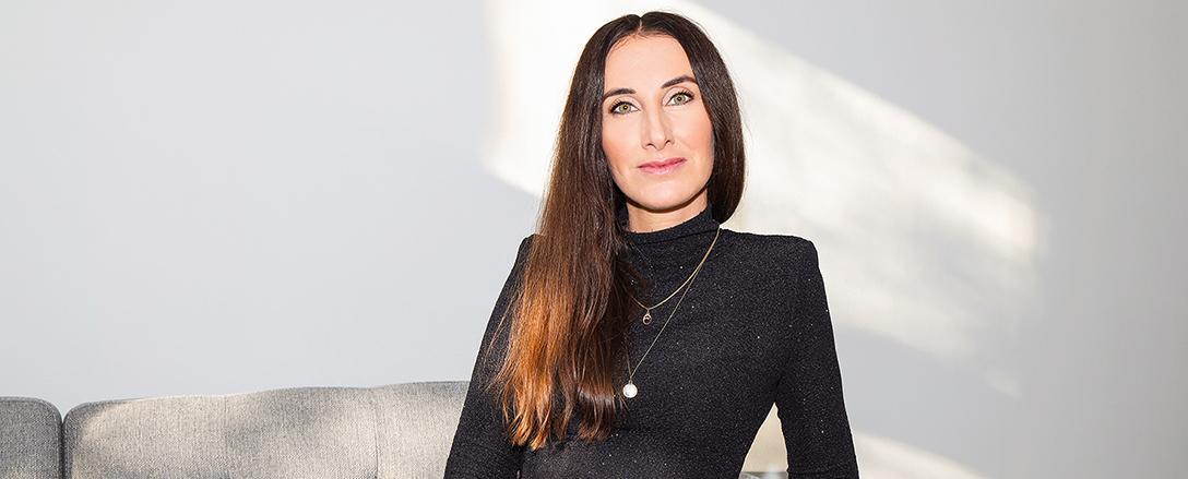 Porträt von Podcast Moderatorin Mirna Funk