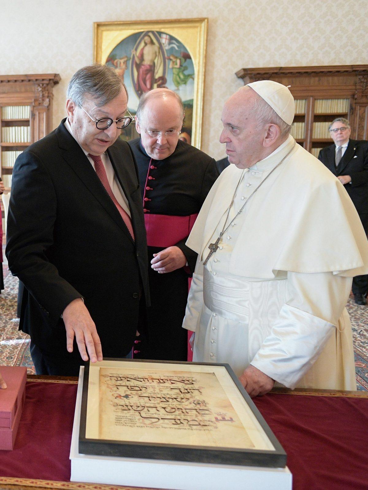 Papst Franziskus empfängt Abraham Lehrer